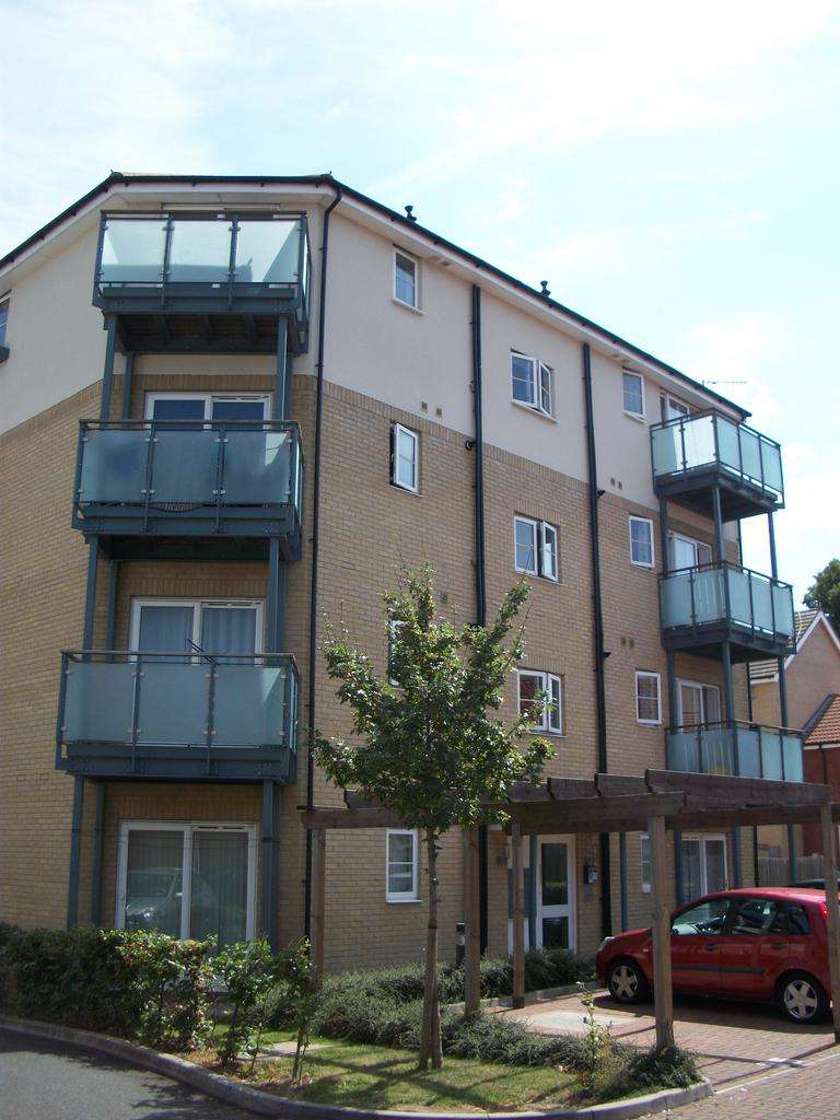 1 Bedroom Apartment Flat for sale in Harman Rise, Ilford IG3