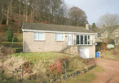 3 Bedrooms Detached Bungalow for sale in 8 The Glebe, Killin FK21
