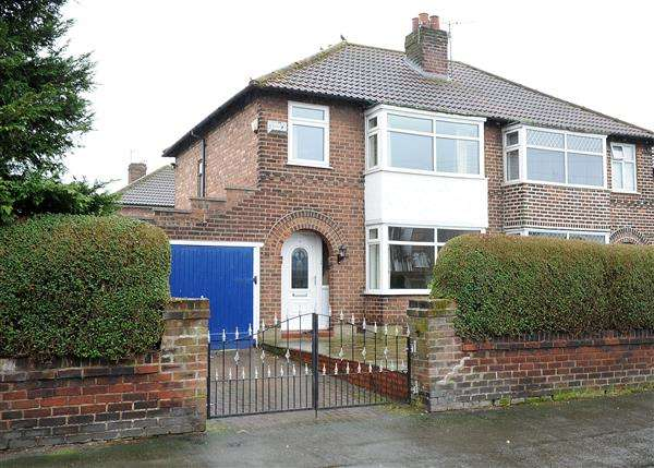 3 Bedrooms Semi Detached House for sale in 9 Roscoe Road, Irlam M44 6AZ
