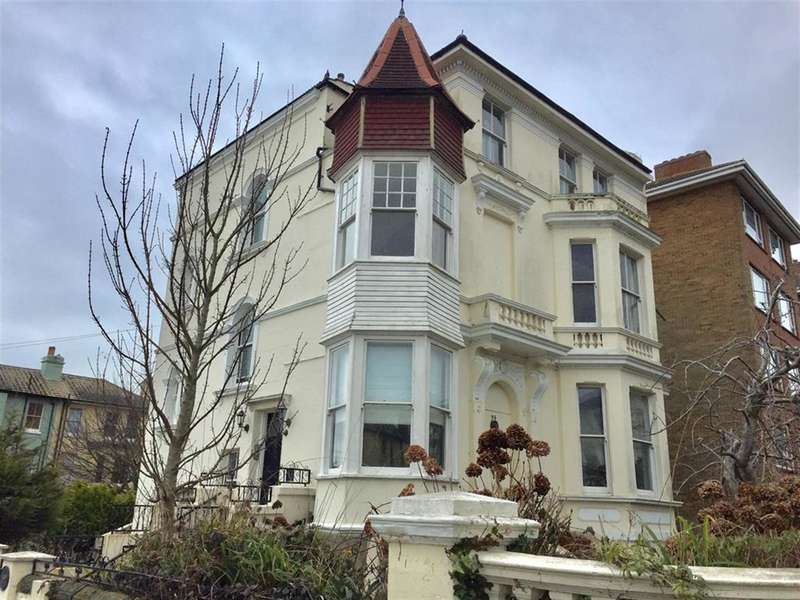 2 Bedrooms Flat for sale in Pevensey Road, St Leonards On Sea, East Sussex, TN38 0JY