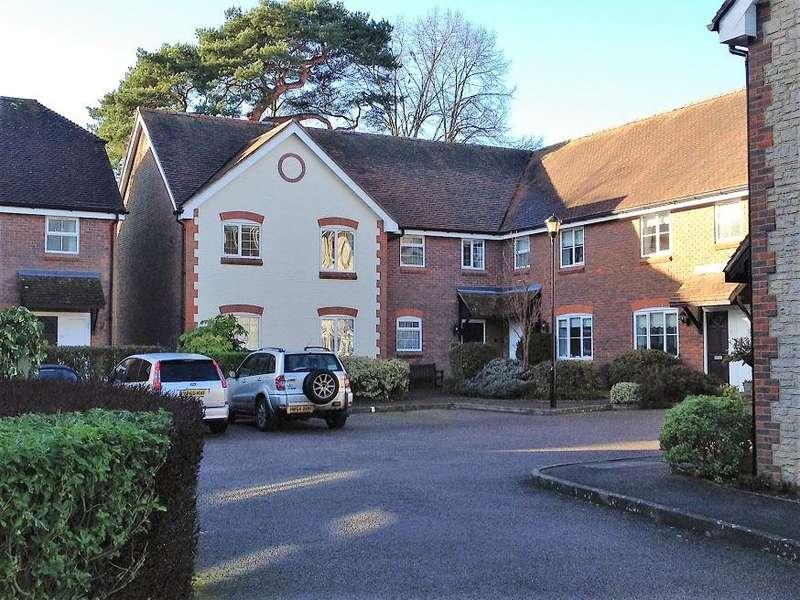 2 Bedrooms Flat for sale in Church Street, Storrington RH20