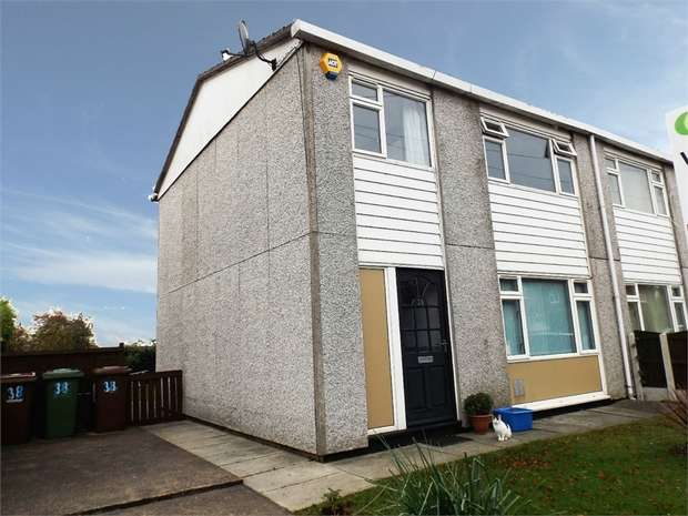 3 Bedrooms Semi Detached House for sale in Queens Square, Pontefract, West Yorkshire