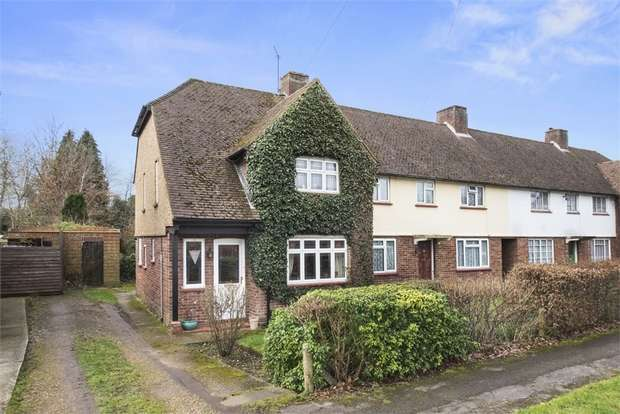 3 Bedrooms End Of Terrace House for sale in Vaux Crescent, Hersham, WALTON-ON-THAMES, Surrey