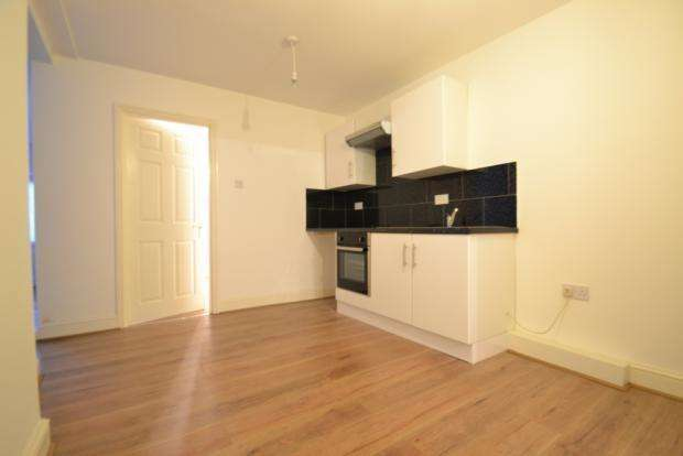 2 Bedrooms Flat for sale in Green Street, London E13