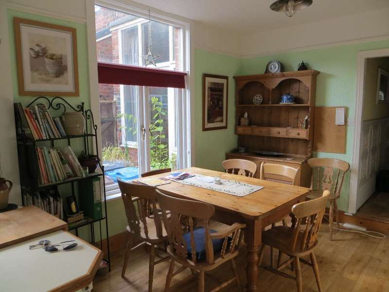 3 Bedrooms Terraced House for sale in Westbourne Avenue, Hull, HU5 3JA