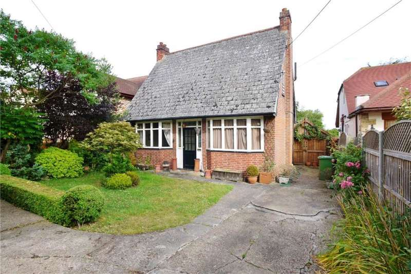 3 Bedrooms Detached Bungalow for sale in Nags Head Lane, Brentwood CM14