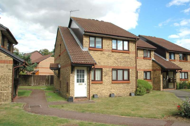 2 Bedrooms Maisonette Flat for sale in Haydon Close, Enfield, London EN1