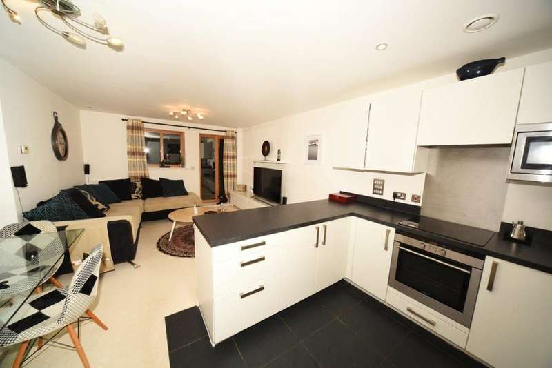 2 Bedrooms Flat for sale in Queen Mary's House sw15