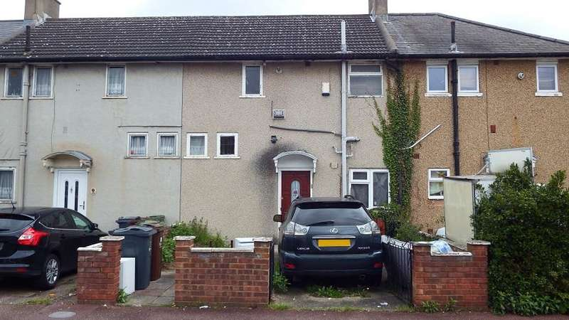 2 Bedrooms Terraced House for sale in Bushway, Dagenham