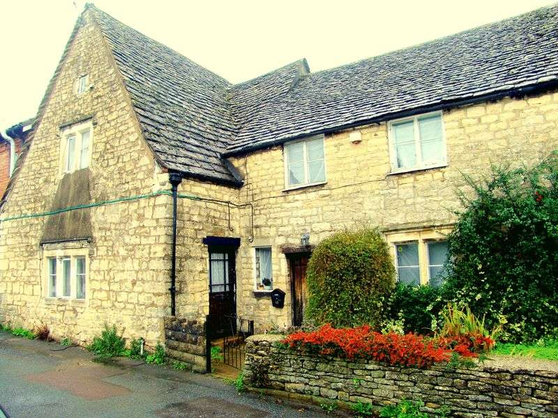 2 Bedrooms Cottage House for sale in Foxmoor Lane, Stroud