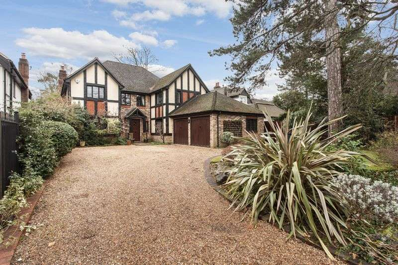 4 Bedrooms Detached House for sale in Bird in Hand Lane, Bickley