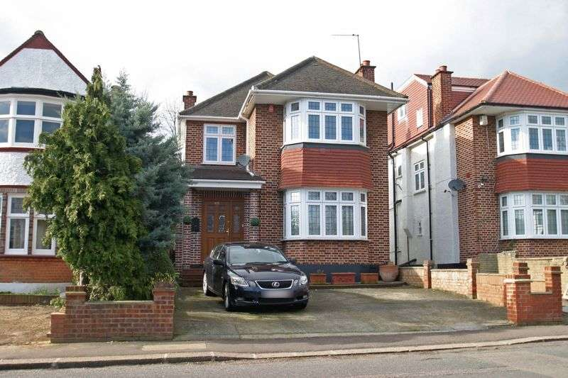 3 Bedrooms Detached House for sale in WINCHMORE HILL