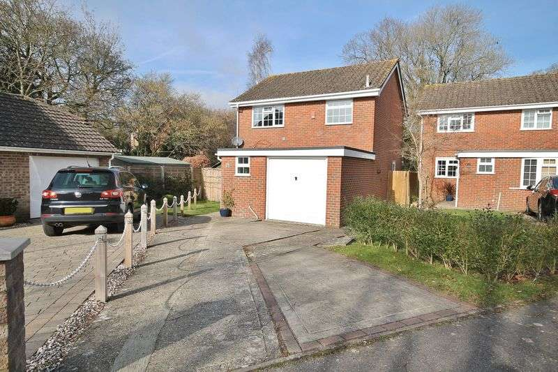 3 Bedrooms Detached House for sale in Concorde Close, Storrington