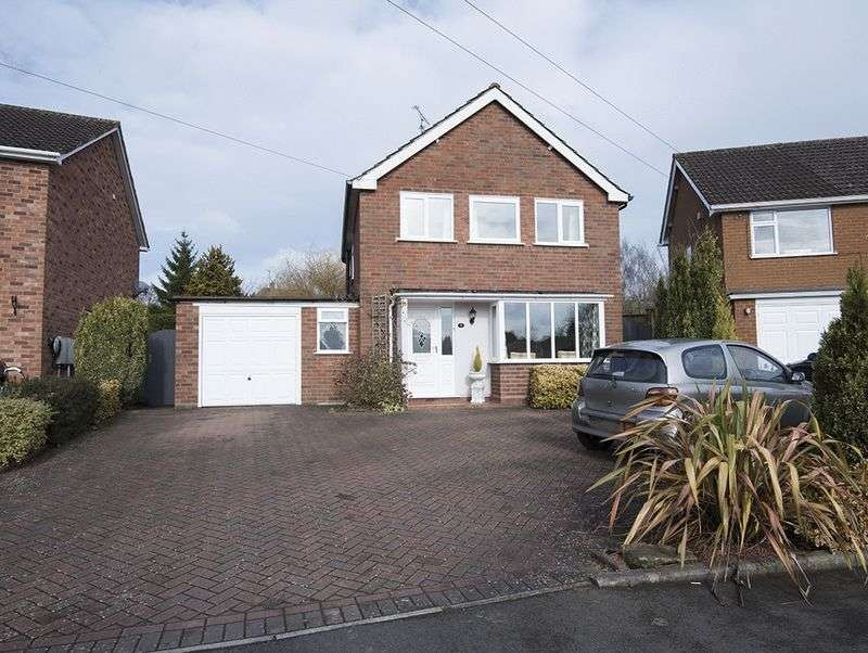 3 Bedrooms Detached House for sale in Lodge Crescent