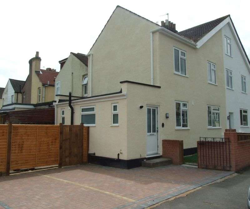 2 Bedrooms House for sale in A NEWLY RENOVATED TWO BEDROOM SEMI-DETACHED HOUSE WITH PARKING & SMALL GARDEN