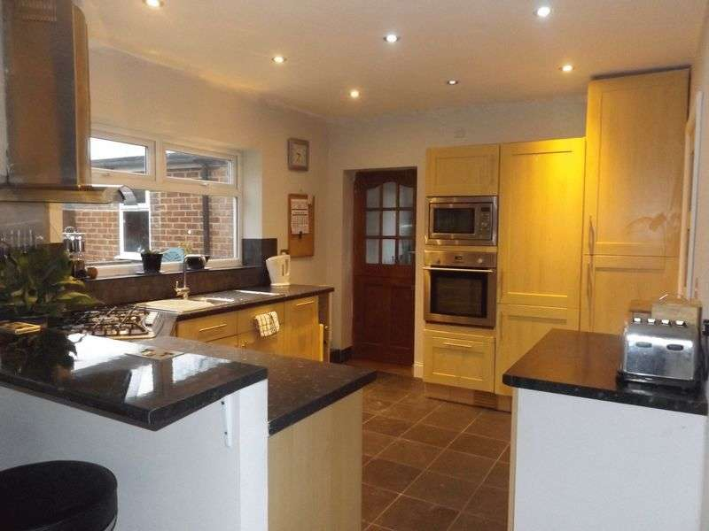 3 Bedrooms Detached House for sale in Carew Close, Yarm