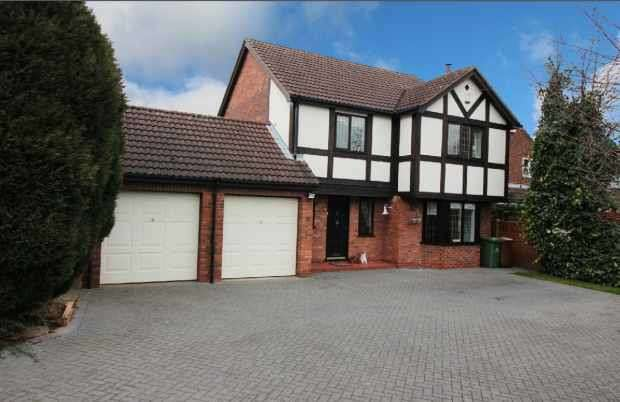 4 Bedrooms Detached House for sale in Station Road, Great Coates, Grimsby, South Humberside, DN37 9NP