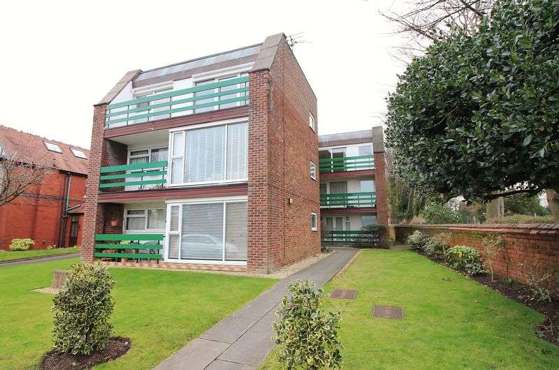 "2 Bedrooms Flat for sale in Flat 7 ""Moorland Court"" Morrland Road, Poulton-Le-Fylde, Lancs FY6 7EQ"