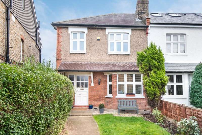 3 Bedrooms Semi Detached House for sale in Cobham Road, Kingston upon Thames, KT1