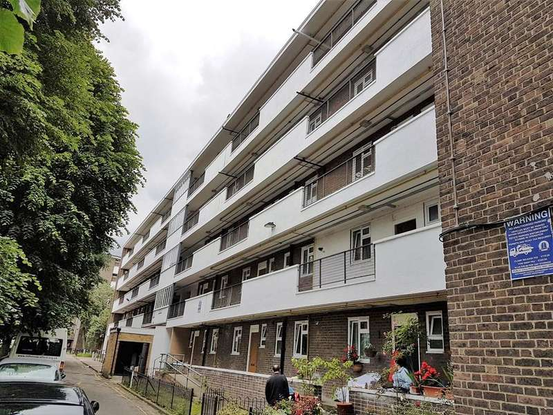2 Bedrooms Flat for sale in Witham House, Camberwell, South East London SE5 9HG