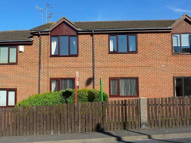 2 Bedrooms Flat for sale in Laburnum Court, Guidepost, NE62 5LP
