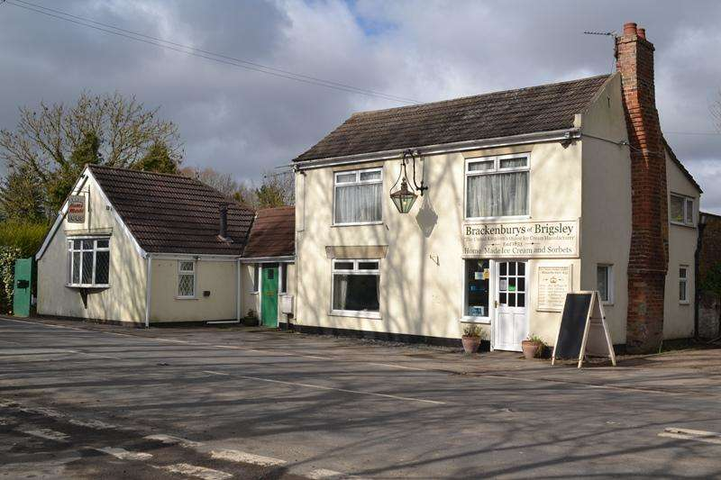3 Bedrooms Cottage House for sale in Main Road, Brigsley DN37