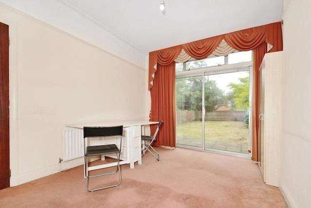 4 Bedrooms Semi Detached House for sale in Imperial Drive, Rayners Lane / North Harrow Borders HA2