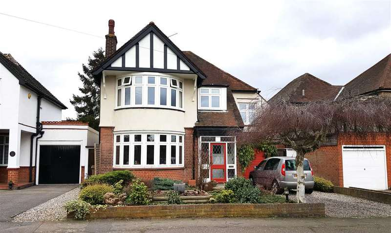 4 Bedrooms Detached House for sale in St. Fabians Drive, Chelmsford