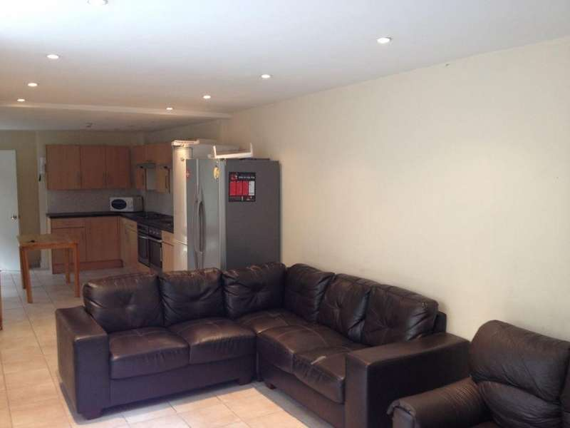 9 Bedrooms House for rent in 29 Woodville Road