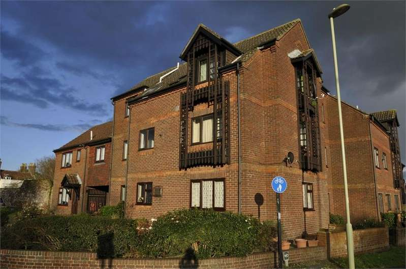 2 Bedrooms Flat for sale in Furlong Mews, RINGWOOD, Hampshire