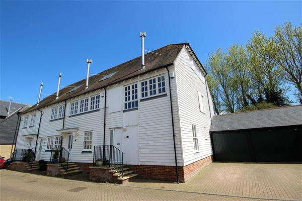 3 Bedrooms Town House for sale in North Quay, Conyer, Nr Sittingbourne