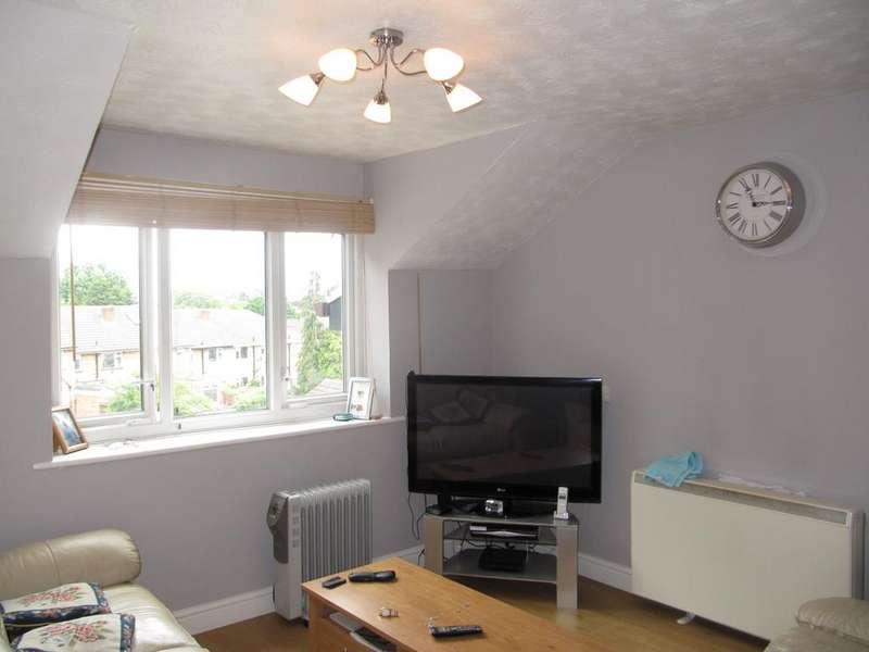 2 Bedrooms Flat for sale in Carisbrooke Court, Northolt, Middlesex UB5