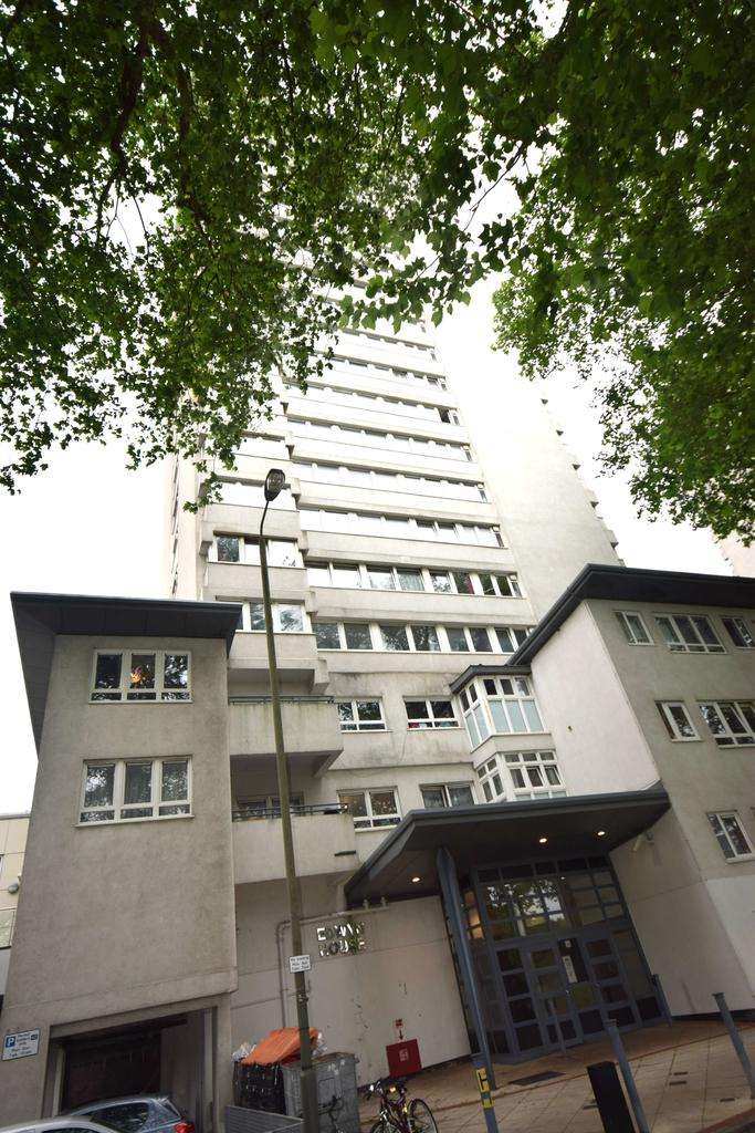 3 Bedrooms Flat for sale in 5 Neville Gill Close, London SW18