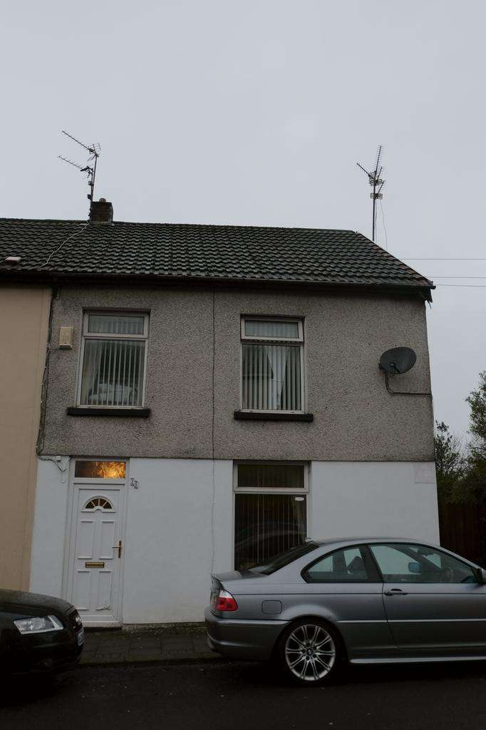 3 Bedrooms End Of Terrace House for sale in Tonyrefail, Porth CF39