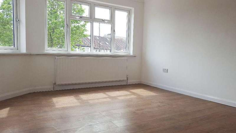 3 Bedrooms Flat for rent in Cecil Road, Acton W3
