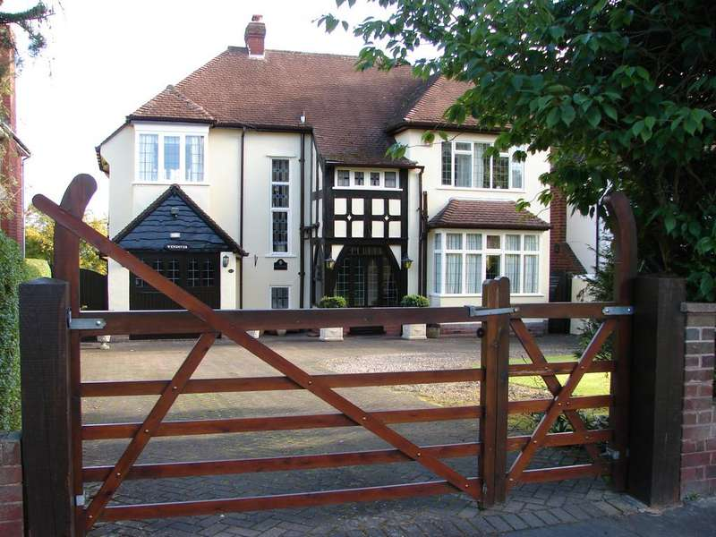 3 Bedrooms Detached House for sale in 112 Springhill Lane, Lower Penn, South Staffordshire WV4