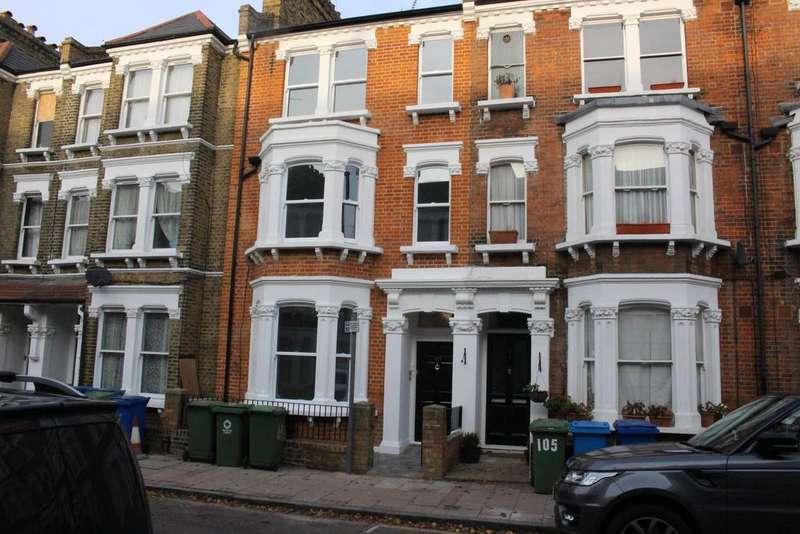 3 Bedrooms Maisonette Flat for rent in Kennington, London SE11