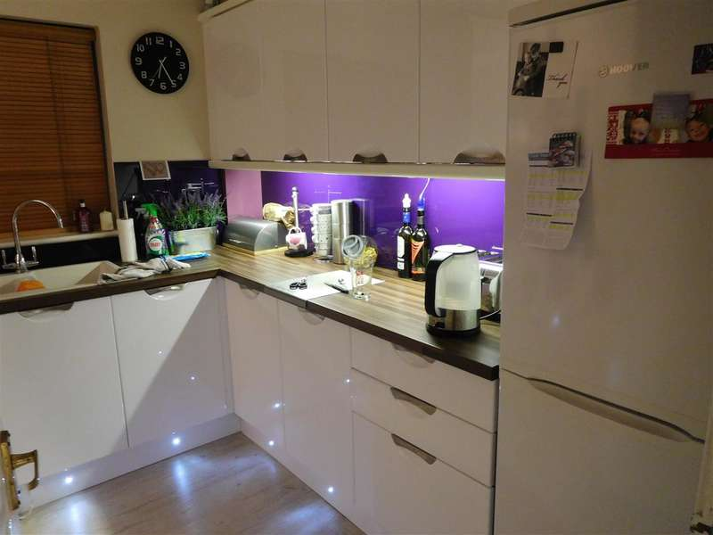 Semi Detached House for sale in Grosvenor Way, Barton Seagrave