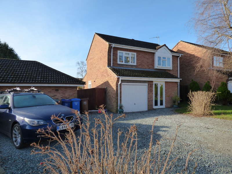 3 Bedrooms Detached House for sale in Winchelsea Close, Banbury