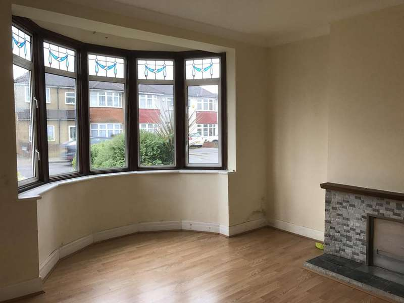 3 Bedrooms Semi Detached House for rent in NEW NORTH ROAD, HAINAULT IG6