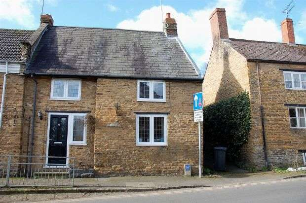 3 Bedrooms Cottage House for sale in Cross Street, Moulton, Northampton NN3 7RZ
