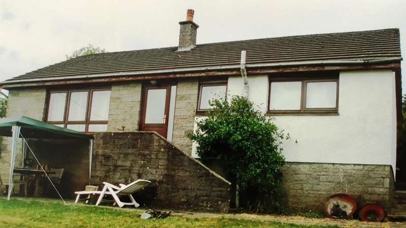 3 Bedrooms Detached Bungalow for sale in Darvel KA17