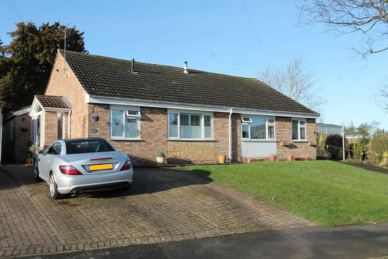 2 Bedrooms Semi Detached Bungalow for sale in Hawthorn Crescent, Bewdley, DY12