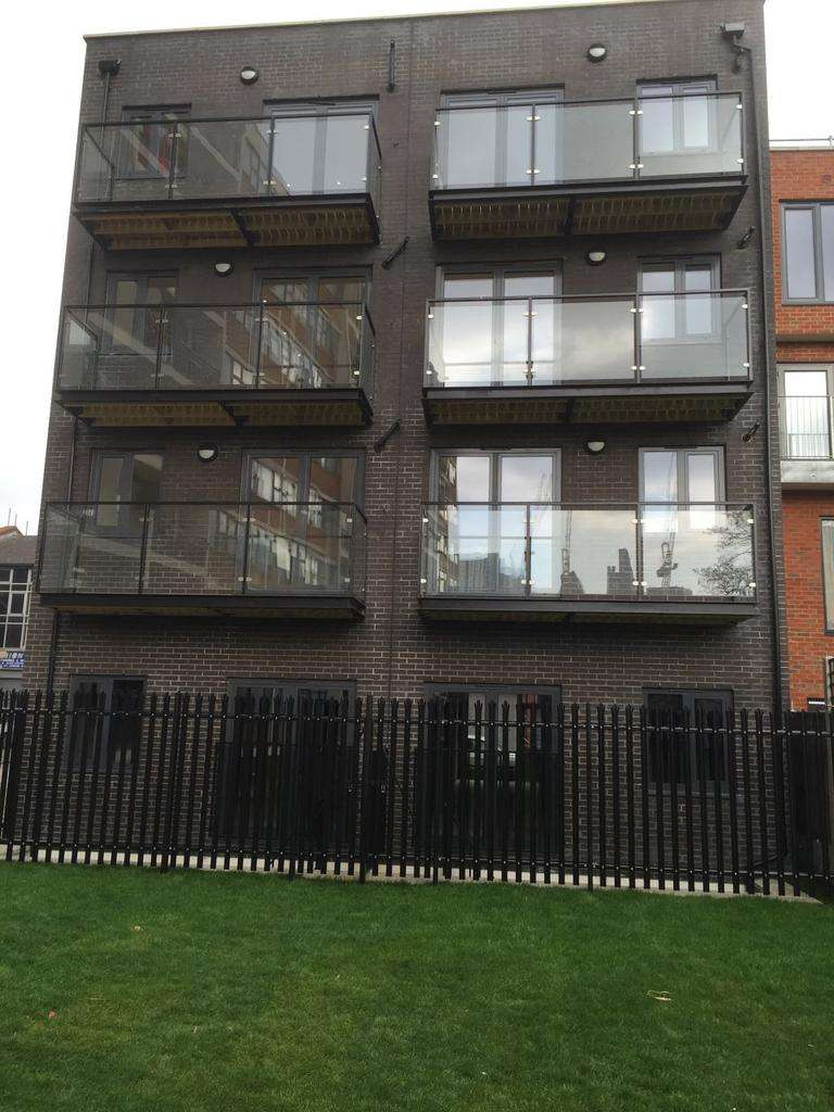 2 Bedrooms Block Of Apartments Flat for sale in Hessel Street, Aldgate, London E1