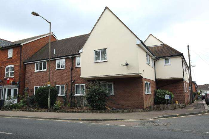 2 Bedrooms Flat for sale in STATION COURT, BANSONS WAY, ONGAR CM5
