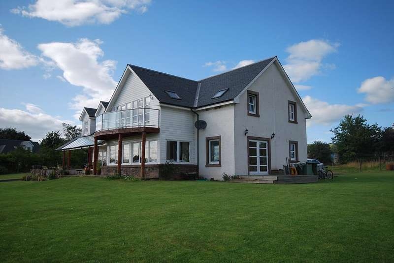5 Bedrooms Detached House for sale in New Fowlis, Crieff ph7