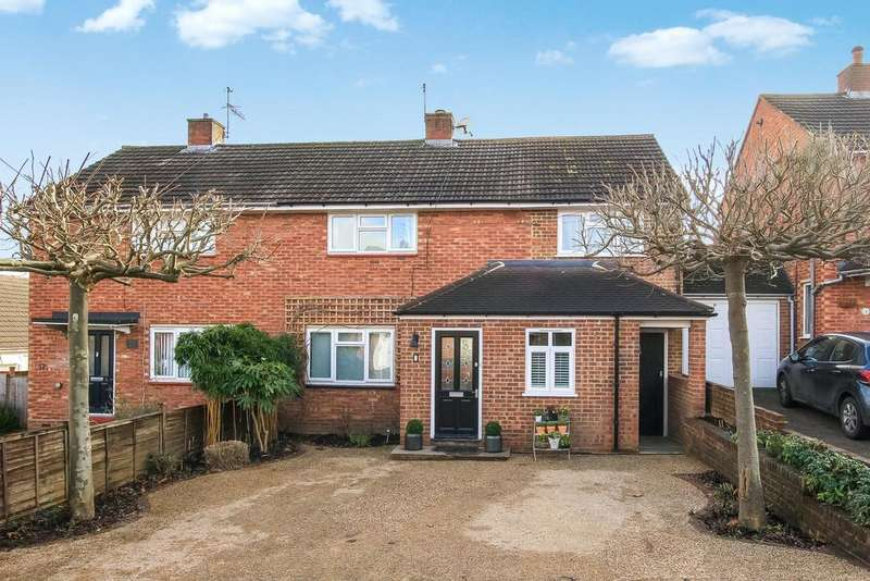 3 Bedrooms Semi Detached House for sale in Chaucer Close, Berkhamsted HP4
