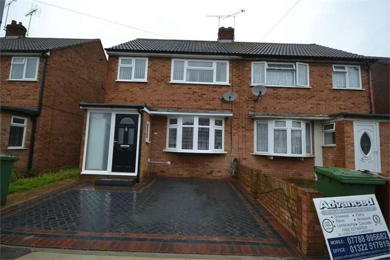 3 Bedrooms Semi Detached House for sale in Regan Close, Stanford-le-Hope, SS17