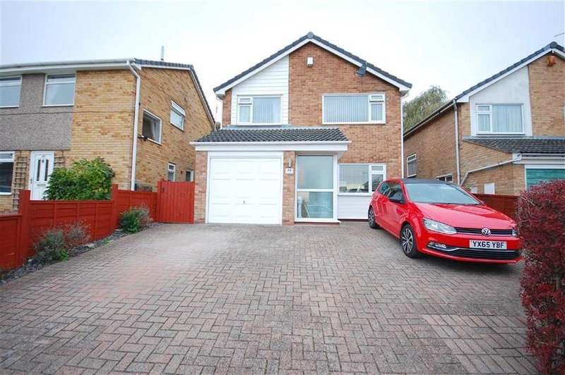 3 Bedrooms Detached House for sale in Park Avenue, Sherburn in Elmet, Leeds, LS25