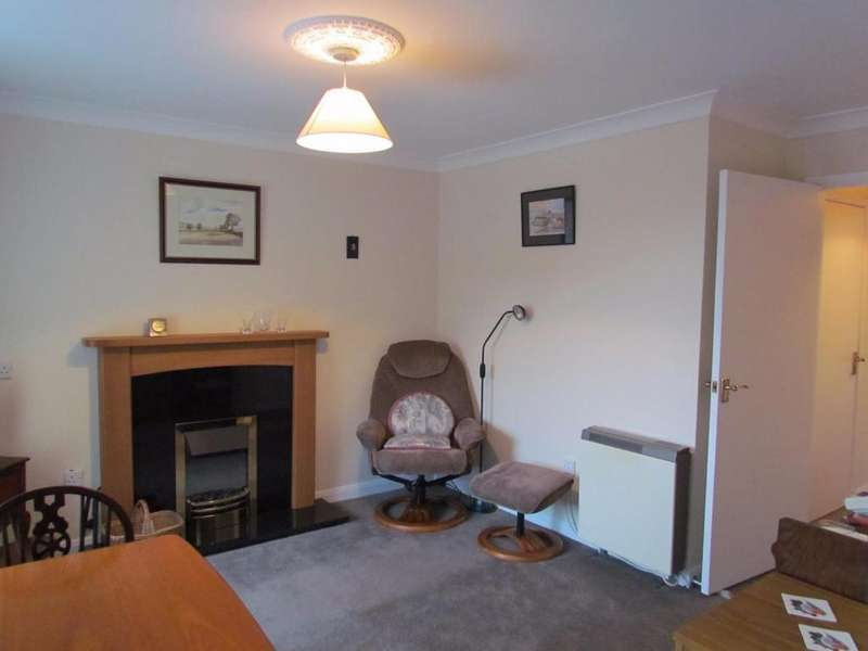 2 Bedrooms Flat for sale in Potter Hill, Pickering